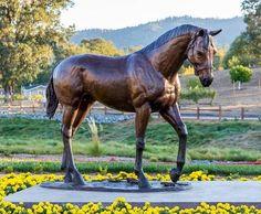 big bronze statue of Seabiscuit