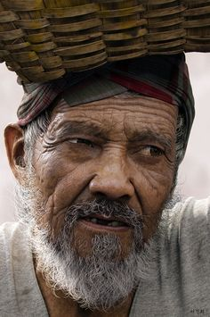 [image] Title: Oldman Name: Jin Hee Lee Country: Korea (South) Software: Maya, mental ray, Photoshop, ZBrush Here is my latest work. The base mesh was done in Maya and the details are sculpted in Zbrush. Zbrush, We Are The World, People Around The World, Real People, Photo Portrait, Portrait Photography, Pencil Portrait, People Photography, Old Faces