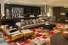 sala   O arquiteto e urbanista Ney Lima assina a Casa Galeria. Patrocinado pela Kit House Gallery, o ambiente tem 140 m² de espaço interno (tem cozinha, área de serviço, sala de estar, home theater, sala de jantar, quarto, closet e banheiro). Além disso, mais 40 m² formam a área externa, dividida entre terraço e spa com lareira