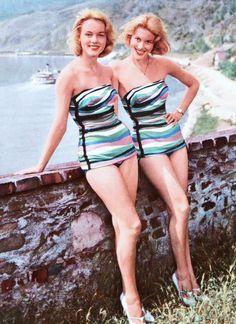 Les sœurs jumelles Alice et Ellen KESSLER (nées le 20 août 1936 à Nerchau, en Saxe, Allemagne) sont deux danseuses, chanteuses et actrices allemandes. Elles ont fait une carrière commune dans le show business.