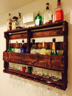 Pallet wine, wood pallets, repurposed wood projects, diy pallet projects, w Pallet Wine Rack Diy, Wood Pallet Bar, Rustic Wine Racks, Wooden Pallets, Repurposed Wood Projects, Diy Pallet Projects, Pallet Designs, Diy Cabinets, Kitchen Cabinets