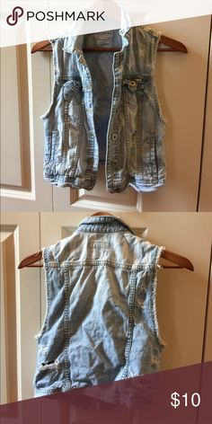 Jacket Cool jeans top, still in good styles. Star print on top pretty top for July 4 Bullhead Jackets & Coats Vests