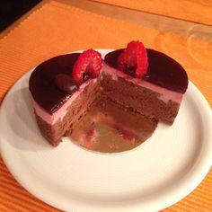 Schokotörtchen, Schokoladentörtchen mit Mousse aus roten Früchten, rote Früche, Schokomousse, französisches Törtchen, Patisserie selbst gemacht