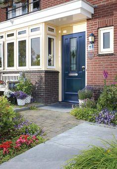 KARWEI | Een buitendeur is dé blikvanger van het huis. #karwei #buitendeur #tuin