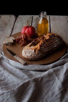 Esta receta de pan me tiene enamorada por completo, he perdido la cuenta de las veces que la he hecho y es que es pan para nivel de principiante como yo. Con unos cuantos trucos, tras hornearlo, te crees ¡Hasta panadero! Hace varios meses que decidí, siempre que pudiese y dispusiese de tiempo, preparar … Tapas, Camembert Cheese, Catering, Sandwiches, Bakery, Recipies, Food And Drink, Cooking Recipes, Healthy