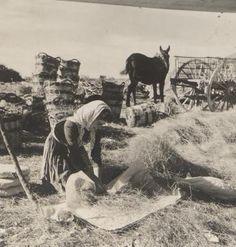 Mujer trabajando el esparto.