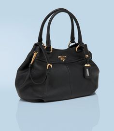 Prada Hobo Bag- Baby, if youre looking over my shoulder.. I want THIS for Christmas.. :3