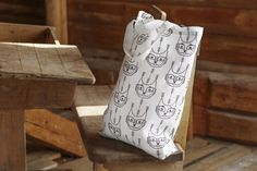 Aapiste - Design by Riikka Kaartilanmäki Forest Cat, Bag Design, Textiles, Throw Pillows, Tote Bag, Prints, Bags, Collection, Handbags
