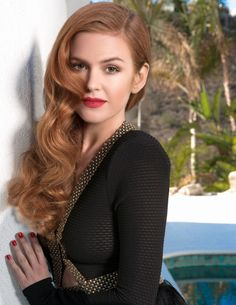 Red hair waves on Isla Fisher