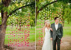 Decoração de casamento com painel de fundo ou backdrop para fotos