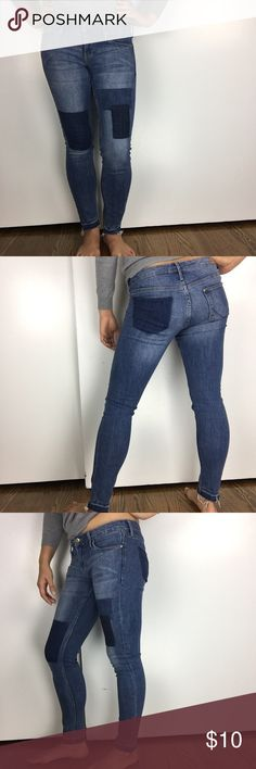 H&M Colorblock Skinny Jeans H&M colorblock skinny low waist jeans. Worn a few times but in great condition and still looks the way I bought it. Model is 5'6 and 140 lbs for reference. H&M Jeans Skinny