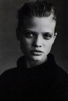 Gorgeous black and white portrait photography. Peter Lindbergh, Artistic Photography, Portrait Photography, Fashion Photography, Black And White Portraits, Black And White Photography, Simple Portrait, New York, Famous Photographers
