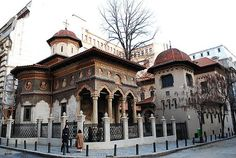 Visit Stavropoleos Monastery on your trip to Bucharest or Romania Rue Pietonne, Bon Plan Voyage, Bucharest Romania, Tiny World, Le Palais, Historical Sites, Old Town, Places To Visit, Exterior