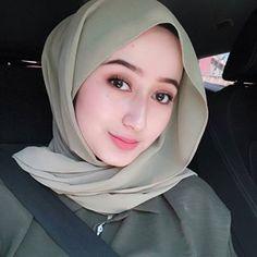 Angels Hijaber Beautiful and Kind - senyum si gadis Arab Fashion, Turkish Fashion, Big Fashion, Womens Fashion, Muslim Fashion, Casual Hijab Outfit, Hijab Chic, Beautiful Muslim Women, Beautiful Hijab