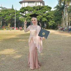 "2,800 Suka, 11 Komentar - Referensi Model Kebaya Wisuda (@kebayawisudauptodate) di Instagram: ""• Kebaya Wisuda 📑 Made by order 📍 Bandung 📛 Disclaimer: gambar hanya sebagai referensi model  Info…"" Kebaya Modern Hijab, Model Kebaya Modern, Kebaya Hijab, Kebaya Brokat, Kebaya Dress, Kebaya Muslim, Hijab Fashion, Fashion Dresses, Hijab Dress Party"