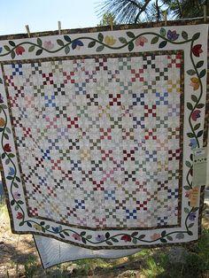 Sisters Outdoor Quilt Show 053 Applique Patterns, Applique Quilts, Quilt Patterns, Scrappy Quilts, Easy Quilts, Pineapple Quilt, Quilting Designs, Quilting Ideas, Nine Patch Quilt