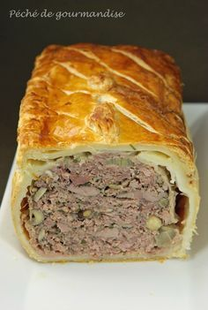 Pie in crust: puff pastry, duck aiguillettes, duck meat like fillet, veal meat (shoulder), smoked bacon. Pureed Food Recipes, Meat Recipes, Crockpot Recipes, Cooking Recipes, Healthy Breakfast Potatoes, Healthy Breakfast Recipes, Pate En Croute Recipe, Cuisine Diverse, Quiches