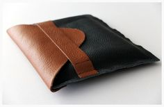 Sew your own leather clutch - tutorial on Tracing Threads #DIY #sewing