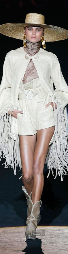 FRINGE WITH WHITE TREND AND WESTERN DONE STREET Roberto Verino Spring-summer 2015