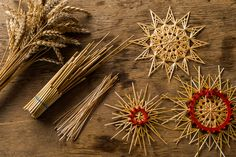 Alte traditionelle Handwerk Berufe –  Johannes   Geyer German Christmas, Vintage Christmas, Christmas Time, Straw Weaving, Basket Weaving, Wood Art Panels, Corn Dolly, Winter Project, Hand Embroidery Stitches