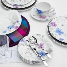 The Mariefleur Dinnerware by Villeroy & Boch is a well-priced, porcelain dinnerware set decorated with dreamy watercolor flower motifs in pastel hues. With unique serving pieces, this dishwasher-safe tableware is perfect for modern casual dining. Grey Dinnerware, Porcelain Dinnerware, Villeroy Boch Mariefleur, Four Micro Onde, Perfect Mother's Day Gift, Fancy Pants, Kitchen And Bath, Decoration, Mother Day Gifts