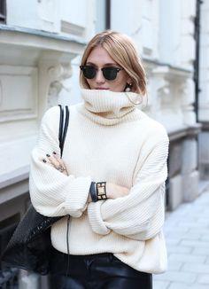 真夏の季節でも取り入れられるほど、「タートルネック」はおしゃれなOutfitになくてはならないファッションアイテム!そしていよいよ、「タートルネック」が大活躍するシーズンが到来です!暖かくおしゃれに着こなせる「タートルネック」で、秋冬のファッションを楽しんでみませんか!?