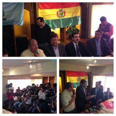 Firma del acuerdo con Víctor Gutiérrez, principal ejecutivo de Bolivianos Democráticamente Unidos de Cochabamba.