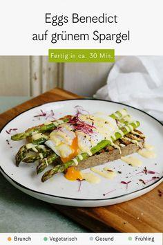 Eggs Benedict, grüner Spargel und Sprossen - ein leckeres Rezept zum Frühstück oder zum Brunch Tacos, Mexican, Ethnic Recipes, Food, Egg Benedict, Sprouts, Fresh, Meal, Essen