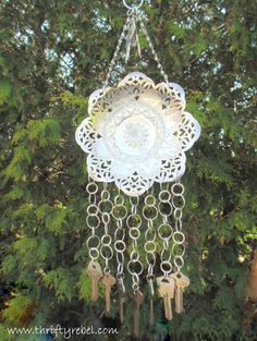 Some Goodies and a Garden Art Challenge - Vintage Silver Dish and Keys Wind Chime Best Picture For garden sofa For Your Taste You are looki - Art Challenge, Make Wind Chimes, Key Crafts, Old Keys, Hanging Candles, Outdoor Crafts, Diy Art Projects, Vintage Chandelier, Recycling