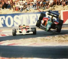 Ayrton Senna's McLaren ( ducks underneath Alessandro Nannini's flying Benetton ( at Budapest. FIA Formula One World Championship, Hungaroring, 1990 Hungarian Grand Prix F1 Racing, Road Racing, Le Mans, F1 Crash, Robert Kubica, Hungarian Grand Prix, Mclaren 650s, Sports Baby, Vintage Racing