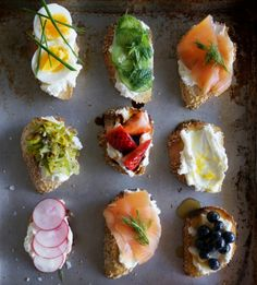 "crostini creations - like Erin and I do, lil tapas! :) or actually ""pinchos"" (pinches). tapas are slightly bigger. Snacks Für Party, Appetizers For Party, Appetizer Recipes, Cheese Appetizers, Party Recipes, Appetizer Ideas, Fruit Appetizers, Popular Appetizers, Healthy Appetizers"
