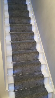 Stair thought – gray carpet runner, stair rods, stair lights ❤️ 2020 - Hallway Ideas Textured Carpet, Beige Carpet, Modern Carpet, Green Carpet, Plush Carpet, Diy Carpet, Carpet Ideas, Cheap Carpet, Carpet Trends