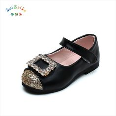 2017 spring and autumn new girls shoes button rhinestone princess shoes patent leather children's soft baby shoes. Yesterday's price: US $16.24 (13.43 EUR). Today's price: US $8.77 (7.25 EUR). Discount: 46%.