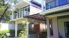 สร้างบ้านหลังเล็กสำหรับสมาชิกในครอบครัวที่เพิ่มเติมขึ้นมาของคุณ ผลงานโดย เดอะคัสตอม จำกัด Outdoor Decor, Home Decor, Decoration Home, Room Decor, Interior Decorating