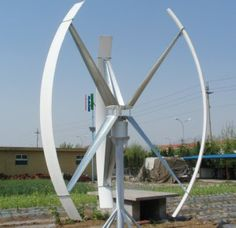 Вертикальные ветровые электростанции характеризуются вертикальным расположением оси ротора. Такая конструкция исключает необходимость установки специальных устройств ориентации на ветер и уменьшает гироскопические нагрузки на систему. Лопасти вертикального ветрогенератора могут быть выполнены в виде полуцилиндров, S-образных и чашеобразных элементов или пластин. Ветрогенераторы вертикальные наиболее эффективно с переменным ветром, среднегодовая скорость которого не превышает 7 м/с