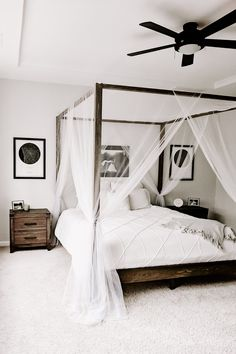 White Bedroom with DIY Canopy Bed Clean and simple is so popular, especially when trying to create a relaxing bedroom. A canopy bed can take the relaxation up a notch giving your bedroom a resort feel. Canopy Bedroom, Diy Canopy, Home Decor Bedroom, Bed With Canopy, Small Room Bedroom, Modern Bedroom, Modern Canopy Bed, White Bedroom Decor, Bed Room White