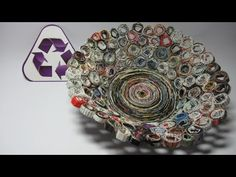 Reciclaje. Cesta hecha con revistas. Basket made with magazines.