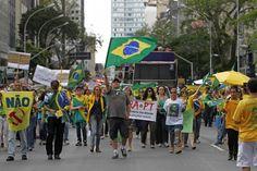 Em Curitiba, manifestação 'fora Dilma' vira apologia a novo golpe militar | Vida Pública | Gazeta do Povo