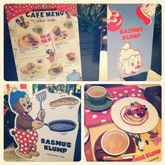 """Instagram media kiitos_u - * リサとガスパールのカフェに行った後、""""RASMUS KLUMP CAFE""""にも行きました♪♪ * ✼ベリーホットケーキ ✼シナモン付きミルクティー * ラスムス・クルンプの大好物…(笑) ホットケーキを食べました~*\(^o^)/* * この前からこのカフェが気になってたので、行けて良かったです☆"""
