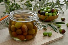 Olive in salamoia (o in acqua) Romanian Food, Antipasto, Finger Foods, Preserves, Pickles, Cucumber, The Cure, Homemade, Fruit