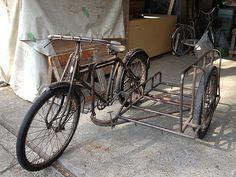 Old Japanese Utility Bicycle & Sidecar Bicycle Cart, Bicycle Sidecar, Bike Cargo Trailer, Cargo Bike, Velo Vintage, Vintage Bicycles, Three Wheel Bicycle, Bike Hitch, Side Car