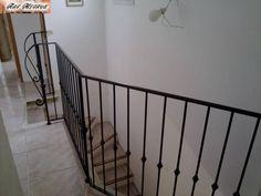 Garde corps Acier brunis et vernis d'interieur pour la fermeture d'une tremie d'escalier sur Istres. Le brunissage consiste à redonner a l'acier sa couleur naturelle pour donner un effet brut ! [...]
