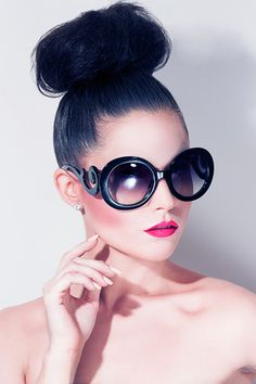 These sunglasses are on our wish list for summer! We love how they look paired with pretty pink lips!! <3