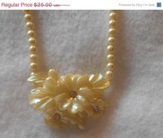 SPRING SALE Vintage Beads Flower Necklace Pearly plastic or Lucite? by VintageVarietyFinds on Etsy