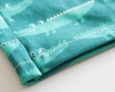 Maak heel gemakkelijk een legging voor je kleine baby of peuter! #motiflow #Diy #legging #baby Diys, Easy Diy, Sewing, How To Make, Dressmaking, Bricolage, Couture, Fabric Sewing, Stitching