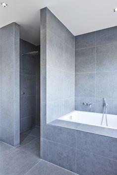 Badkamer met unie grijstinten