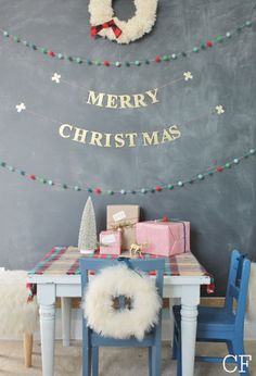 A festive kids' table for Christmas.