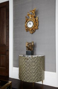 Habitually Chic®: Pembridge House by Peter Mikic grey grasscloth Feng Shui, Best Interior, Interior Design, Silk Wallpaper, Chic Wallpaper, Townhouse Designs, Console Cabinet, Console Table, Wall Backdrops