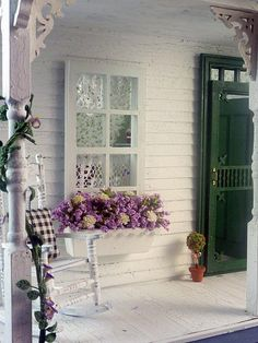 Love This Shabby Chic Porch Country Porches, Back Porches, Decks And Porches, Big Country, Country Life, Outdoor Rooms, Outdoor Living, Outdoor Decor, Outdoor Sheds