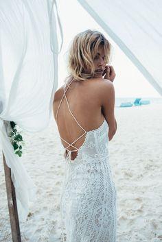 La robe de mariée Casablanca Halter de Spell australie gypset blanche crochet http://www.vogue.fr/mariage/adresses/diaporama/spell-dvoile-sa-premire-collection-de-robes-de-marie/22223#la-robe-de-marie-casablanca-halter-de-spell